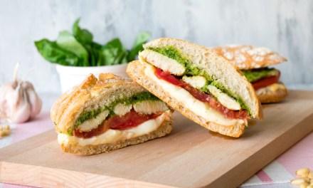 Sandwich de pollo al pesto