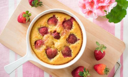 Clafoutis de fresas – un postre fácil y romántico!