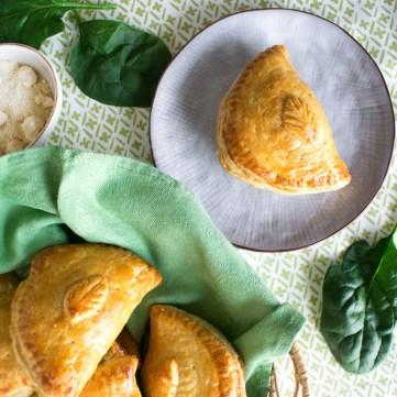 Receta de empanadas de espinaca y tres quesos en revista Maria Orsini