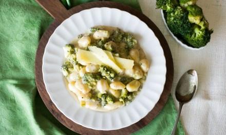 Gnocchi cremosos con parmesano y brócoli