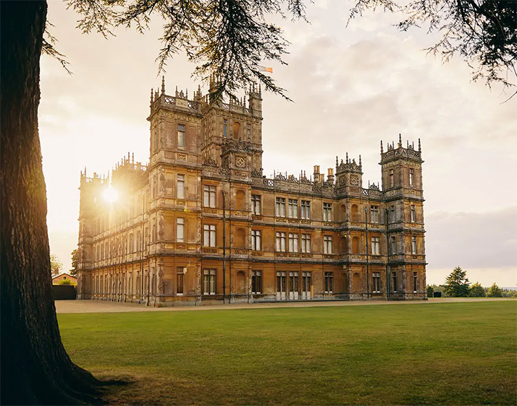 locaciones de downton abbey que puedes visitar: Highclere castle