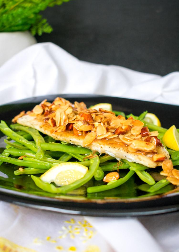 Pescado Amandine - pescado en salsa de almendra, limón y mantequilla
