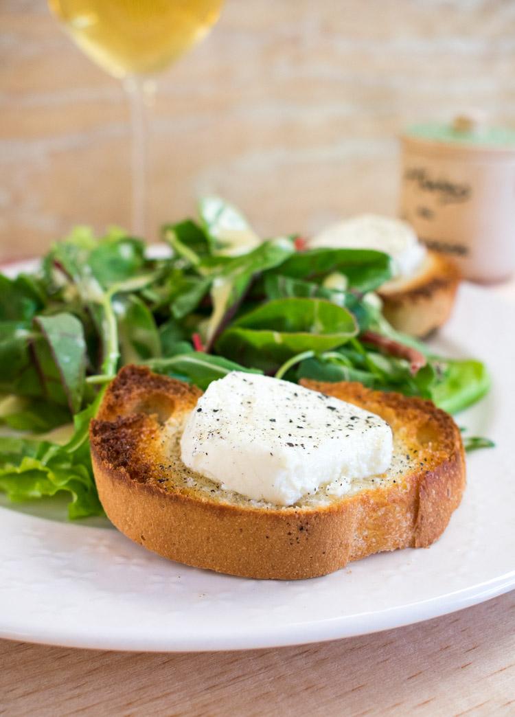 """Ensalada de queso de cabra """"chevre chaud"""" francesa"""