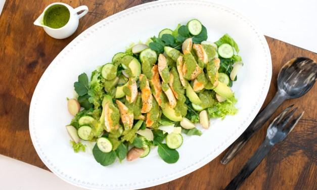 Ensalada tibia de pollo con aderezo de cilantro