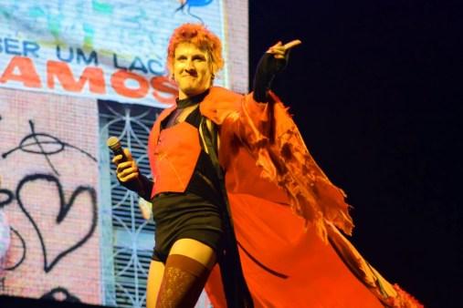 Getúlio Abelha fez um show divertido e carregado politicamente.