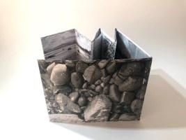 Imagen de borde y rocas, Angela Wilson (Chile)