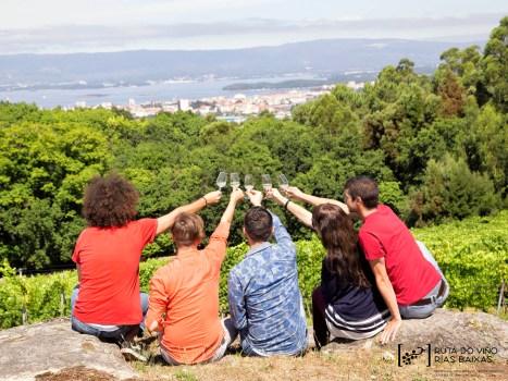 A Ruta do Viño Rías Baixas agrupa adegas, aloxamentos e restaurantes.