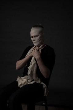 caixa-preta-instalacao-teatral-com-direcao-e-dramaturgia-do-argentino-fernando-rubio-no-ccbb-rio-a-partir-de-21-3-04