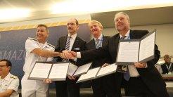 """Assinatura da declaração da melhor oferta com o consórcio Águas Azuis para o projeto de obtenção das Corvetas Classe """"Tamandaré"""""""