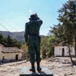 La estatua del Che en la plaza de La Higuera ©