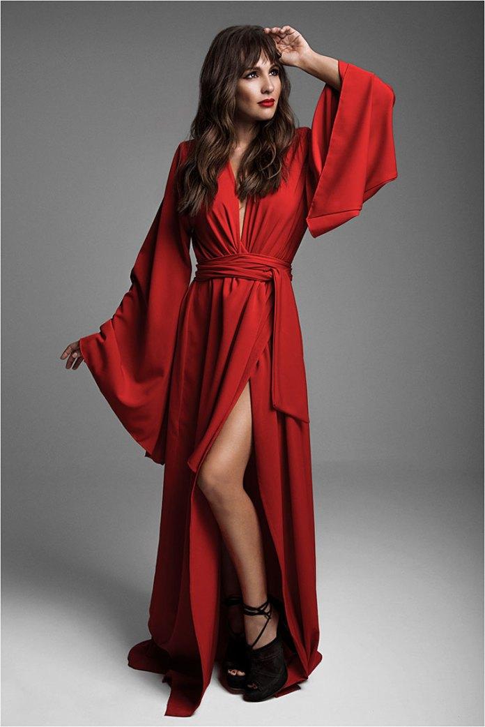Ph: Charly V. Real Vestido de seda rojo: Santiago Artemis  Tacos de gamuza acordonados: Paruolo