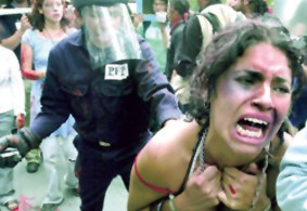 Represión contra mujeres en Atenco (representación)