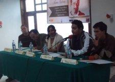 El autor (primero a la izquierda) junto con otros escritores del Sureste