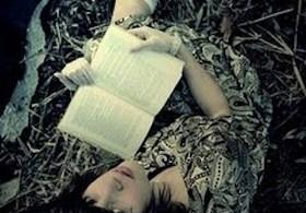 nina con libro