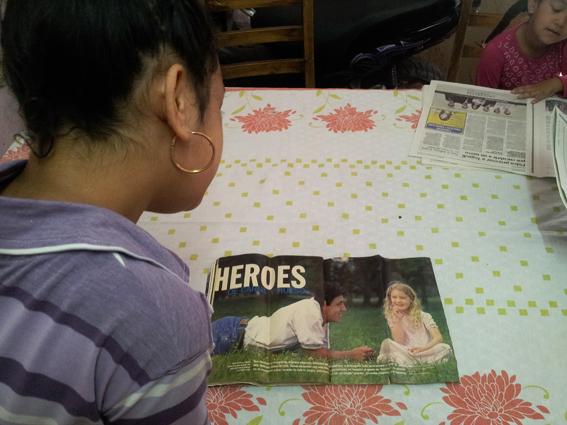 El héroe y la niña.
