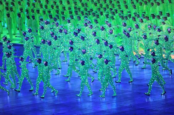 El escritor chino Han Song piensa que China ya parece un país de ciencia ficción. Ceremonia inaugural de los Juegos Olímpicos. Foto © U.S. Army/Tim Hipps.