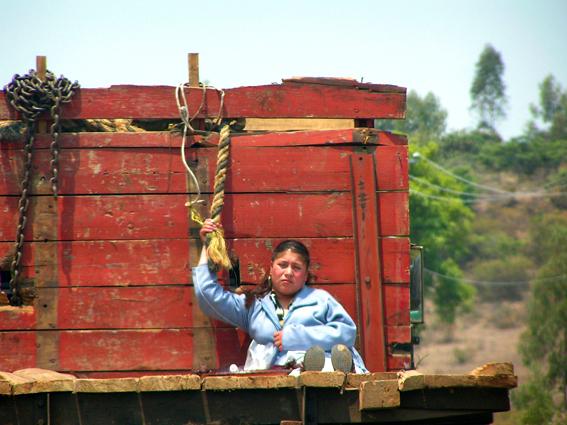 Mujer migrante. Foto © mujeresporlademocracia.blogspot.mx