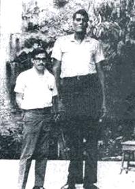 Una vieja fotografía del hombre más alto de Tampico —y de otras partes.