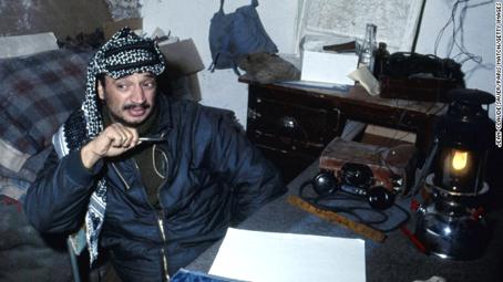 Yasser Arafat, líder de la OLP, en 1968. Foto © CNN.