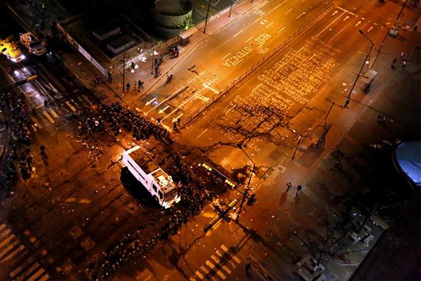 En la calle, los nombres de los muertos por la represión madurista. Foto de quepasaenvenezuela.com