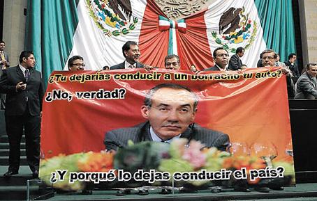 Una manta contra el entonces presidente Felipe Calderón promovida por el ex diputado Gerardo Noroña.