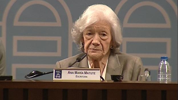 Ana María Matute, escritora y académica.