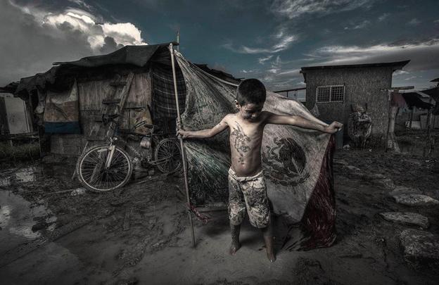 """""""Niño héroe"""", fotografía © Gastón Saldaña."""