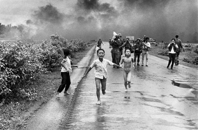 La fotografía de Nick Ut, en 1972, después del bombardeo por error de la aviación survietnamita.