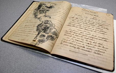 Imagen de los cuadernos, donde se aprecia la aspiración de Roqué de hacer una obra que abarcara las Antillas y se divulgara por toda América. Foto por Juan Costa | Centro de Periodismo Investigativo.