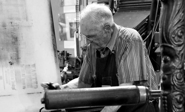Viejo impresor. Fotografía © Vern Leavell.