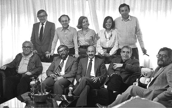 Entre otros personajes, con García Márquez, Elena Poniatowska, Carlos Monsiváis, Granados Chapa, Iván Restrepo, Margo Su y el entonces presidente Carlos Salinas.
