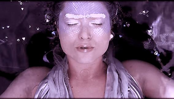 """Del video """"Colibria"""", de Nicola Cruz."""