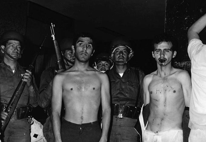González de Alba detenido por el ejército la noche del 2 de octubre de 1968.