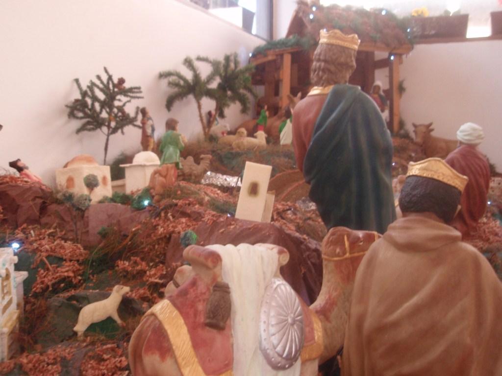 Pesebre del CCEE Reyes Católicos colocado por las familias