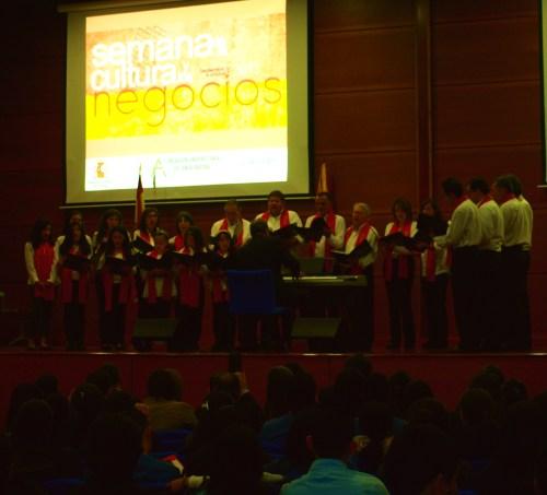 Coro Reyes Católicos, dirigido por Santiago Lanz