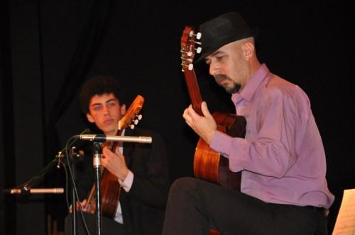 Federico y Julio Cesar Eligio, duo de guitarra clásica, en el CCEE Reyes Católicos