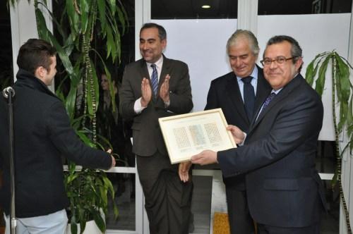 Los artistas emergentes entregaron varias donaciones al Embajador de España Ramón Gandarias, en presencia del Agregado de Educación Manuel Lucena y el Rector del Centro Cultural, Luis Fernández