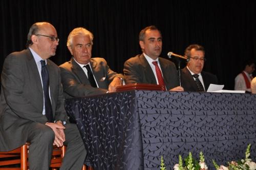 En el acto de Clausura. Bernabé Aguilar (Consejero Cultural), Ramón Gandarias (Embajador de España), Luis Fernández (Rector) y Manuel Lucena (Agregado de Educación)