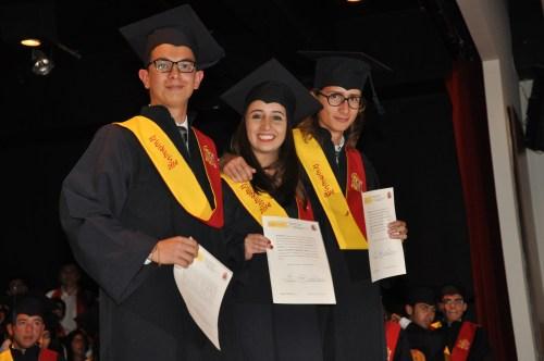 Juan Pablo Mantilla, Alejandra Menéndez y Santiago Simón Aldana, recibieron Matrícula de Honor en 2014