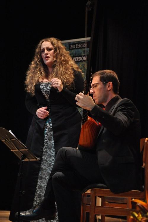 Raquel Andueza y Jesús Fernández, en el Centro Cultural Reyes Católicos