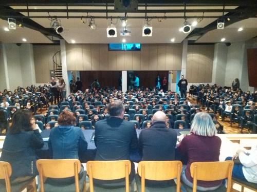 Los y las docentes dieron la bienvenida al alumnado en el Auditorio (Fotografía Federico Torrecillas)