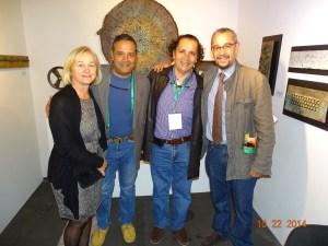 La profesora Julieta Mrocek y el profesor Julio Pérez con los artistas Diego  y Ricardo Villegas