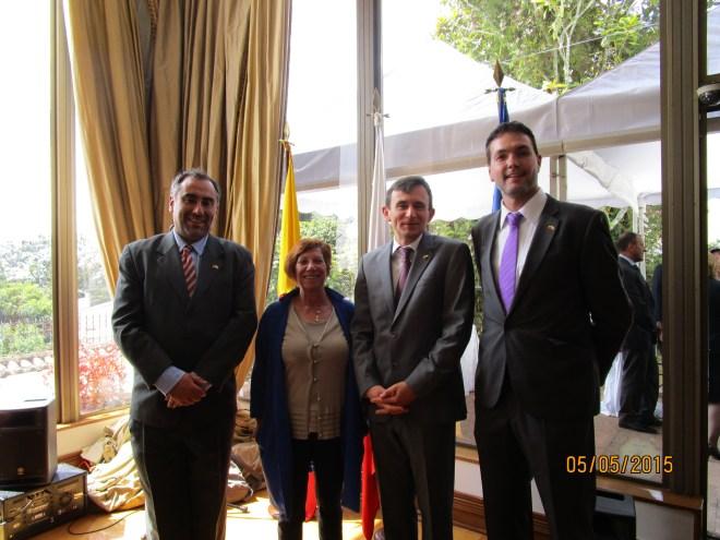 En la Residencia del Embajador de Polonia en Colombia, el Rector Luis Fernández, la Secretaría Cecilia Castejón, el Embajador de Polonia en Colombia Maciej Ziętara y el profesor Enrrique Segovia