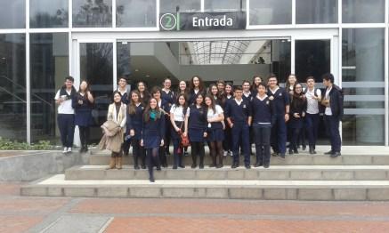 Uno de los grupos con las profesoras Cristina Portillo y Violeta Ariza.