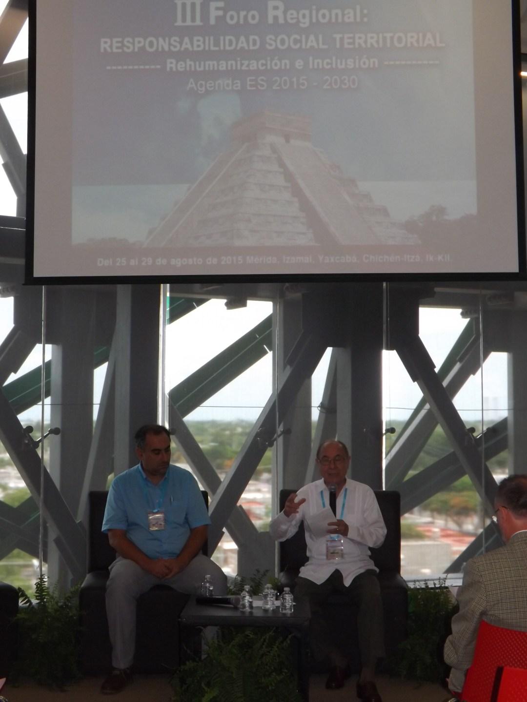 El Rector Luis Fernández del CCEE Reyes Católicos y Victor Martín Fiorino de la UNESCO y Universidad Católica, en Mérida (México)