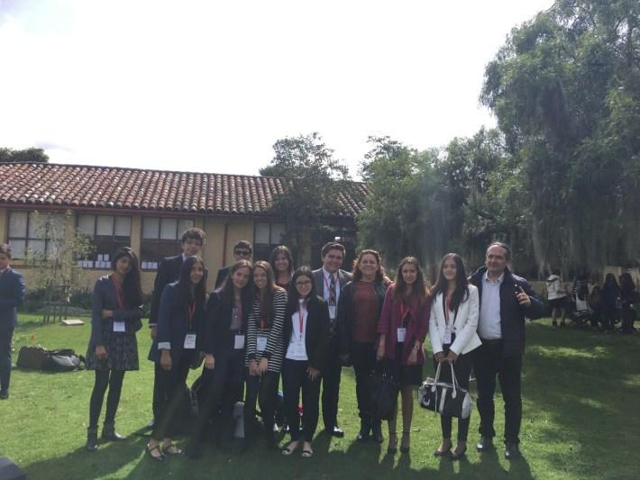 Foto de grupo tras la inauguración del Modelo