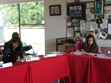 Las alumnas Alexandra Torres y Tatiana Canosa durante el desarrollo del Modelo