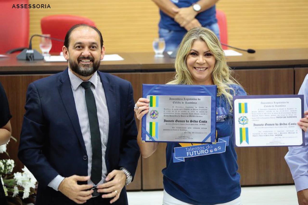 Laerte Gomes homenageia secretária de Esportes