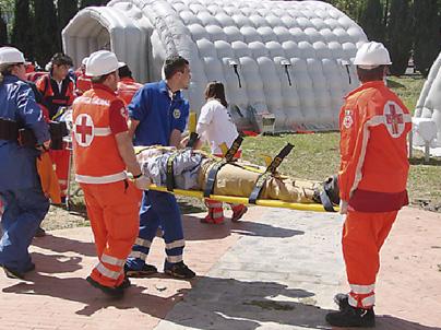 Equipo de salvamento en el programa de primeros auxilios