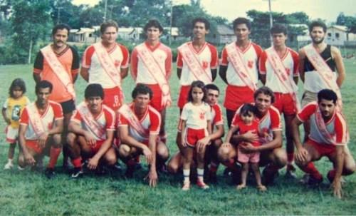 Equipe dos anos 1980 campeã municipal (Foto: senamadureira.blogsport.com)